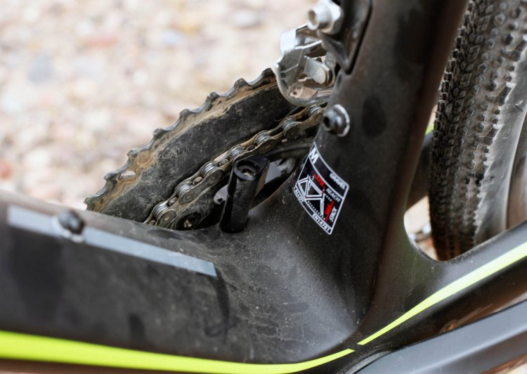 The integrated chain keeper seeks to prevent unwanted chain drop. © Cyclocross Magazine