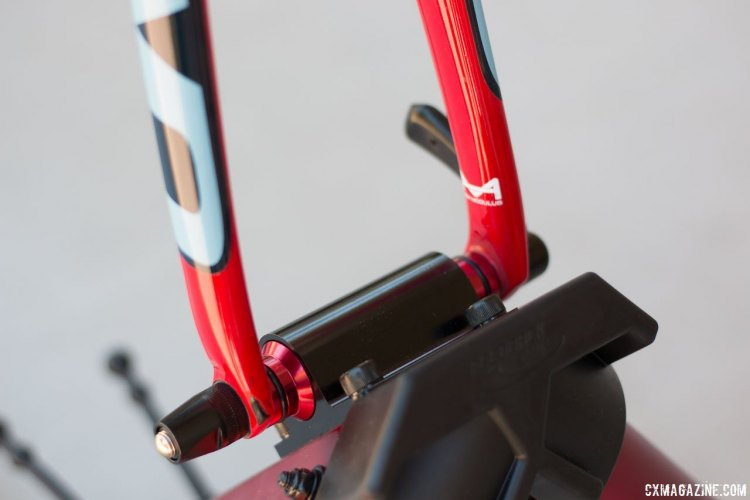 A versatile fork mount accomodates quick release and thru axles. Feedback Sports' Omnium Trainer review. © Cyclocross Magazine