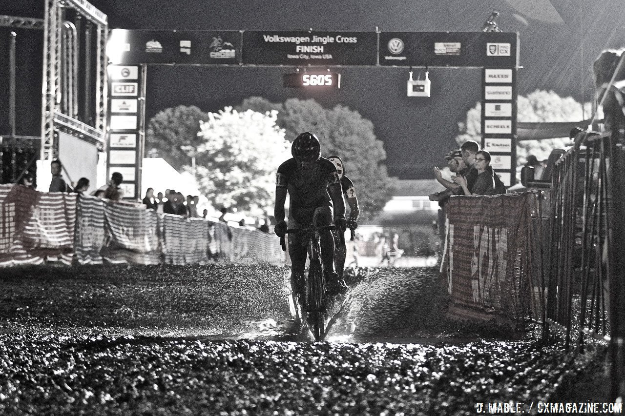 Muddy races can do a number on derailleurs and derailleur hangers. 2016 Jingle Cross Day 1, Elite Men. © D. Mable / Cyclocross Magazine