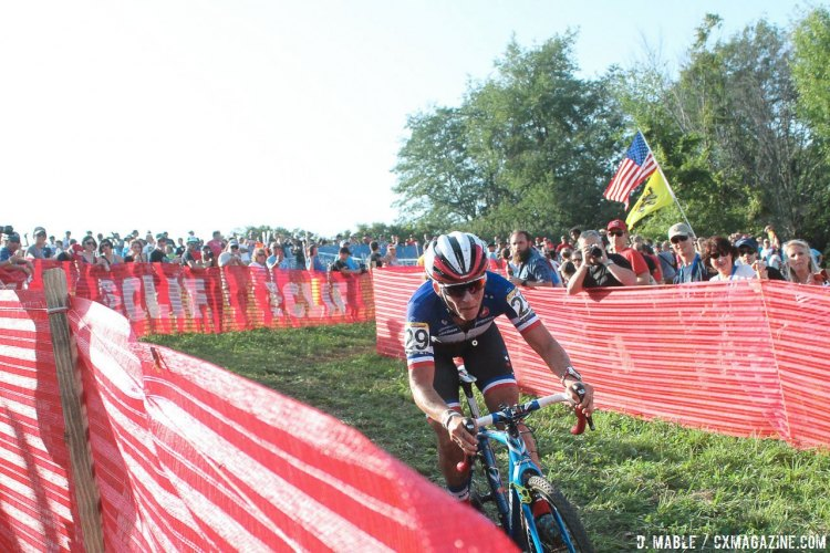 Mani attempting to hold off a charging Antonneau. 2016 Jingle Cross World Cup, Elite Women. © D. Mable / Cyclocross Magazine