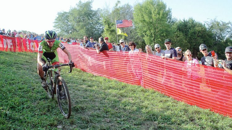 Antonneau charging after Mani. 2016 Jingle Cross World Cup, Elite Women. © D. Mable / Cyclocross Magazine