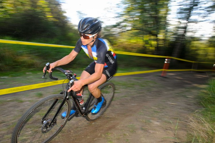Fleischer took control of 2016 MFG Cyclocross Race #1 - Lake Sammamish © Geoffrey Crofoot