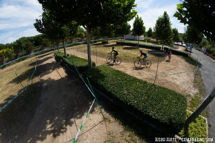 The Qiansen Trophy Cyclocross Race #2 in Fengtai Changxindian differs greaty from the ride in the woods at the first race in Yanqing station. © R. Riott / Cyclocross Magazine