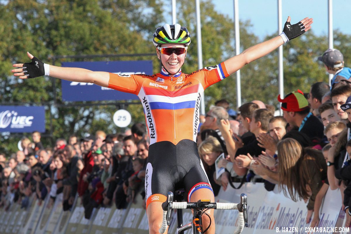 2016 World Champion Thalita de Jong keeps on winning, adding the 2016 UEC European Cyclocross Championships title to her rapidly-growing colleciton. Elite Women. © B. Hazen / Cyclocross Magazine