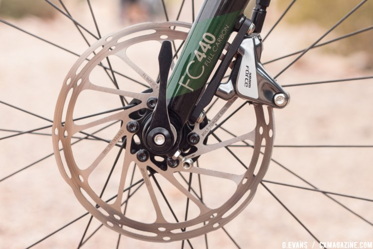 The Jari slows down with a set of SRAM Force HRD flat mount calipers and 160mm Centerline rotors. © Cyclocross Magazine