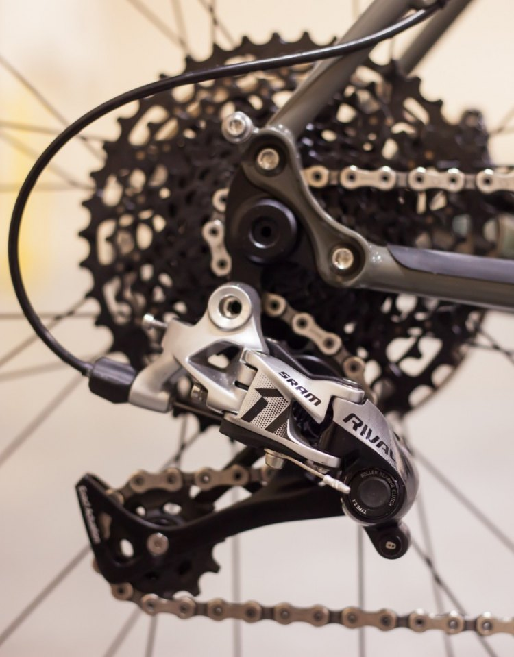 Shifting across the 10-42t cassette is handled by a SRAM Rival 1 rear derailleur. © Cyclocross Magazine