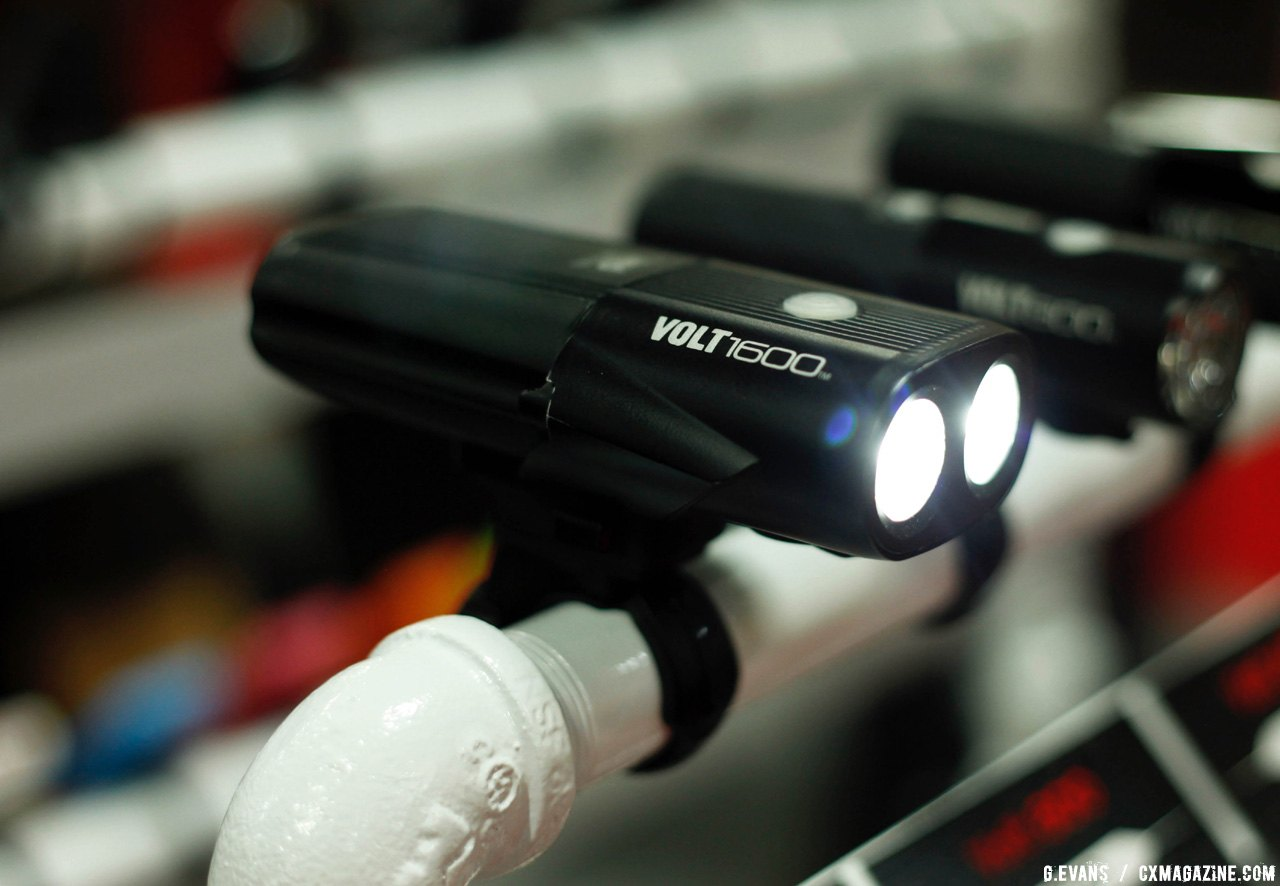 Cateye's Volt 1600 is the second brightest light in their lineup, using dual LEDs to put out 1600 lumens at full power. The light is available now and retails for $220 USD © Cyclocross Magazine