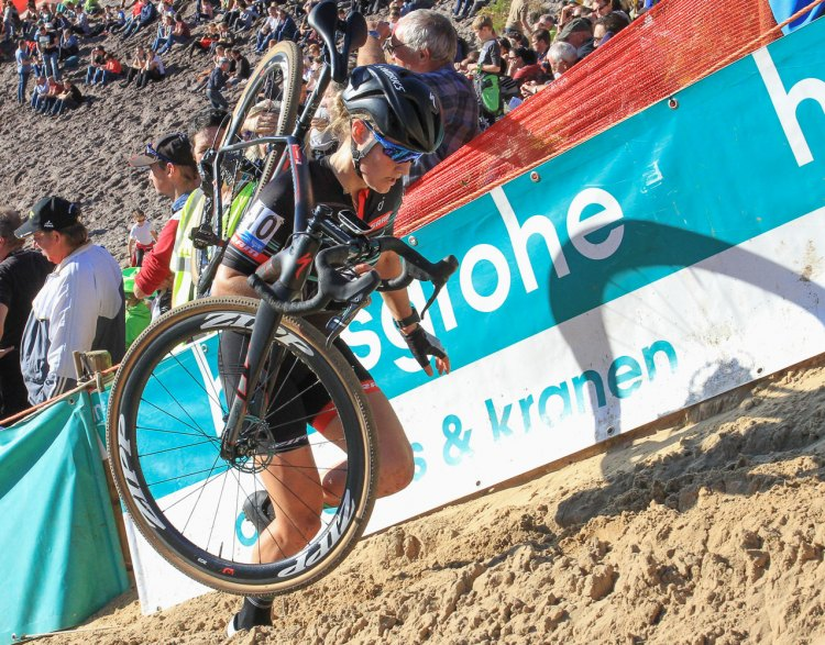 Elle Anderson climbed to 15th after crashing in the sand. 2016 Superprestige Zonhoven women's race. © Bart Hazen / Cyclocross Magazine