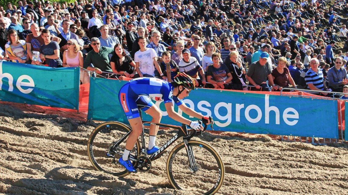Sanne Cant reigned in the sand and defended her 2015 title. 2016 Superprestige Zonhoven women's race. © Bart Hazen / Cyclocross Magazine