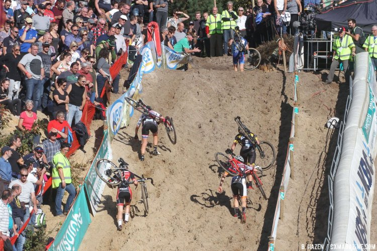 Sanne Cant runs away to a lead. 2016 Superprestige Zonhoven women's race. © Bart Hazen / Cyclocross Magazine