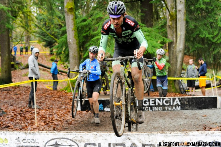 Hopping the barriers at the 2016 Woodlan Park MFG Series Finale. © Geoffrey Crofoot