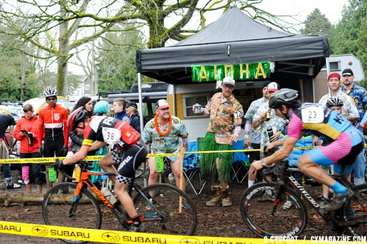 Early race action at the 2016 Woodland Park MFG Series Finale. © Geoffrey Crofoot
