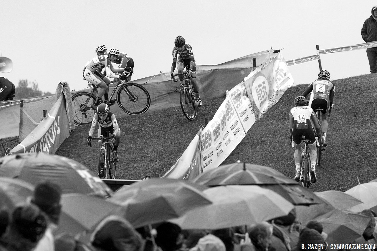 The course featured several sections that doubled back, giving racers a chance to monitor their competitors. 2016 Superprestige Ruddervoorde cyclocross race, Elite Women. © B. Hazen / Cyclocross Magazine