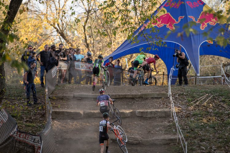The Eva Bandman course in Louisville, KY featured a pretty wicked run up. © Wil Matthews