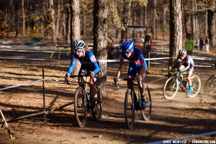 Ellen Noble and Maghalie Rochette would do much of the pace making early on in the lead group. © Chris McIntosh
