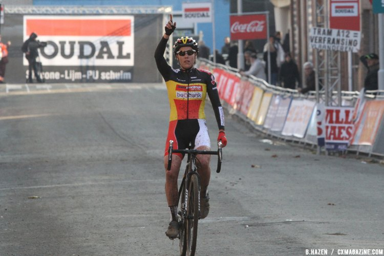 Sanne Cant takes the win for the Women's Race at the 2016 Jaarmarktcross in Niel. © B. Hazen / Cyclocross Magazine
