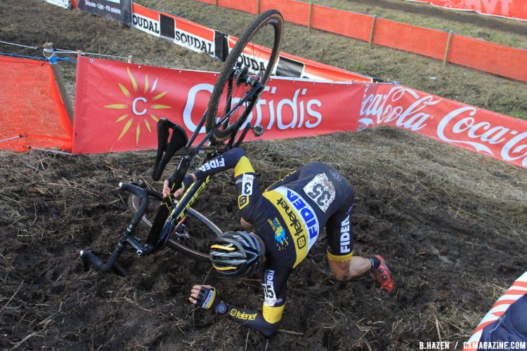 Corne van Kessel makes a misstep at the 2016 Soudal Classics Jaarmarktcross in Niel. © B. Hazen / Cyclocross Magazine