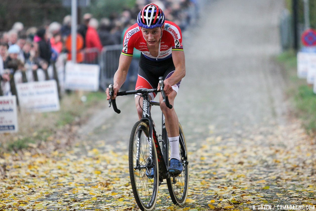 Mathieu van der Poel used his matches to join the front, but then was quickly dropped after a Wout van Aert attack. Elite Men. 2016 Koppenbergcross, DVV Verzekeringen Trofee Series race #2. © B. Hazen / Cyclocross Magazine