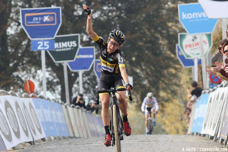 Jolien Verschueren won two straight Koppenbergcrosses. Elite Women. 2016 Koppenbergcross, DVV Verzekeringen Trofee Series race #2. © B. Hazen / Cyclocross Magazine