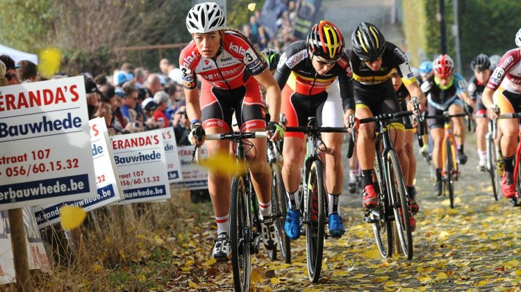Sophie de Boer leads the chase, and would finish third. Elite Women. 2016 Koppenbergcross, DVV Verzekeringen Trofee Series race #2. © B. Hazen / Cyclocross Magazine