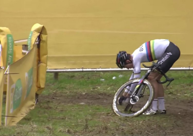 Wout van Aert drops his chain once again on his SRAM eTAP Red drivetrain, ending his chances for the win at the Superprestige Gavere race.