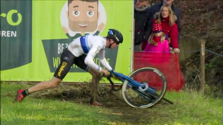 Toon Aerts takes a tumble at the 2016 Jaarmarktcross.