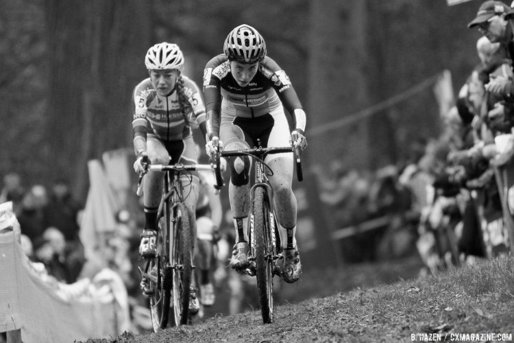 Cyclocross Essen was a tight, pack racing affair, with Sanne Cant and Sophie de Boer leading it home. photo: 2016 Superprestige Gavere Elite Women. © B. Hazen / Cyclocross Magazine