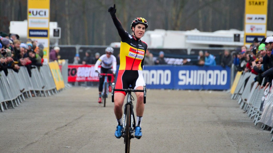 Sanne Cant victorious at the 2016 Cyclocross World Cup over Compton in Zeven, Germany © C. Jobb