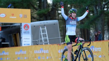 Emma White (Cannondale p/b Cyclocrossworld.com) retains the U23 Vittoria Series lead and closes in on the overall Elite title. © Chris McIntosh / Cyclocross Magazine