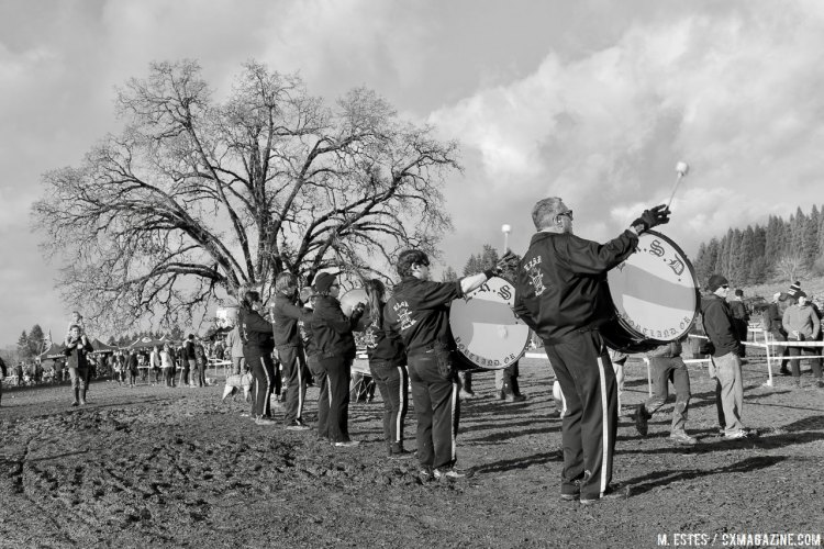 The drum line whips up the crowd before the men's finals. 2016 SSCXWC Men's Finals. © M. Estes / Cyclocross Magazine