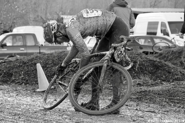 Thick mud made chain retention issues quite common. 2016 SSCXWC Men's Finals. © M. Estes / Cyclocross Magazine