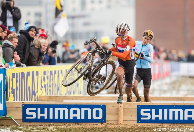 The final two in their epic dual. Marianne Vos leads Sanne Cant. 2017 UCI Cyclocross World Championships, Bieles, Luxembourg. © M. Hilger / Cyclocross Magazine