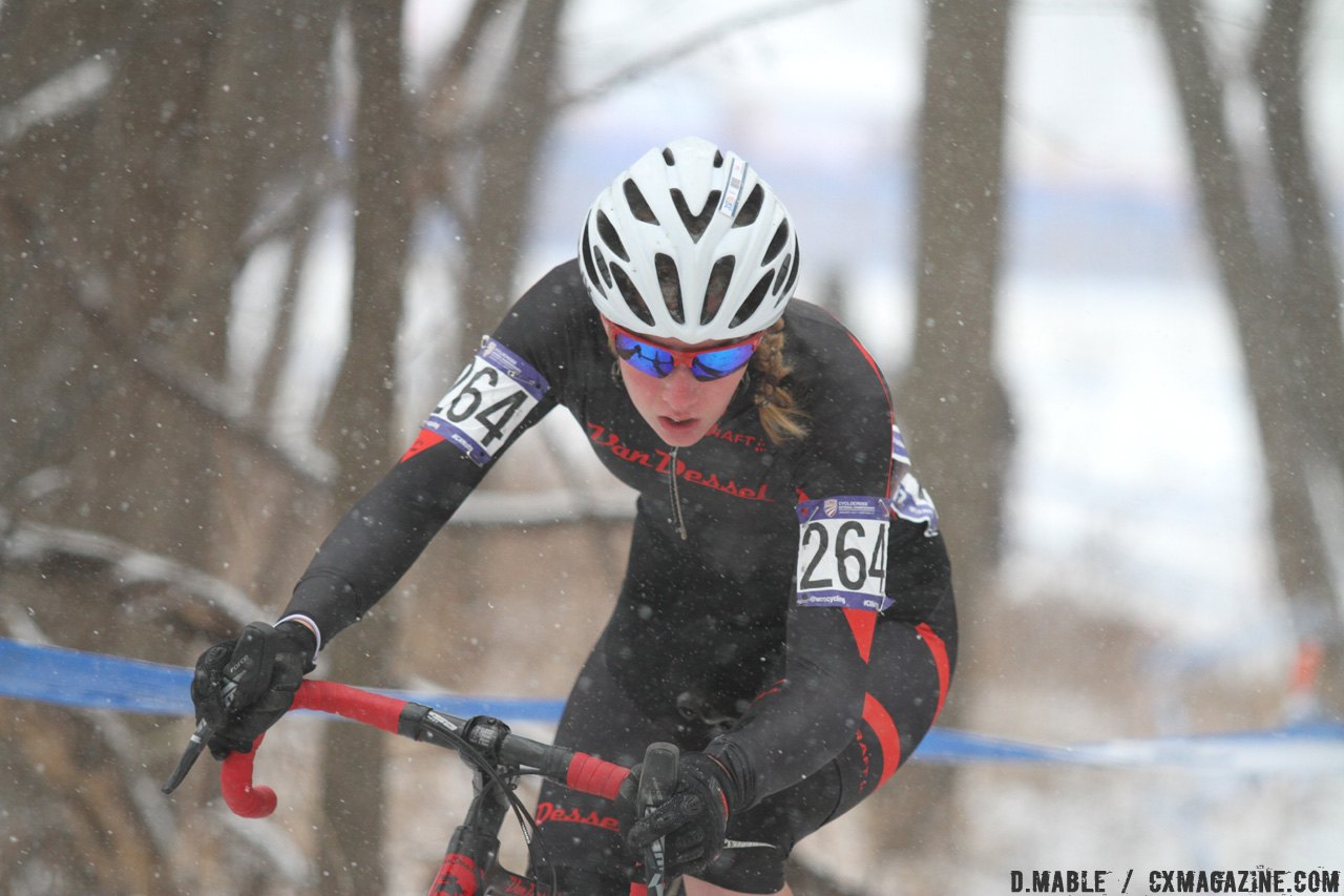 Petra Schmidtmann charging hard for a second place finish. © D. Mable / Cyclocross Magazine