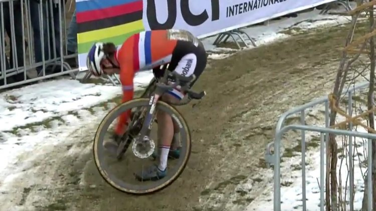 Marianne Vos dropped her chain inside the last lap.