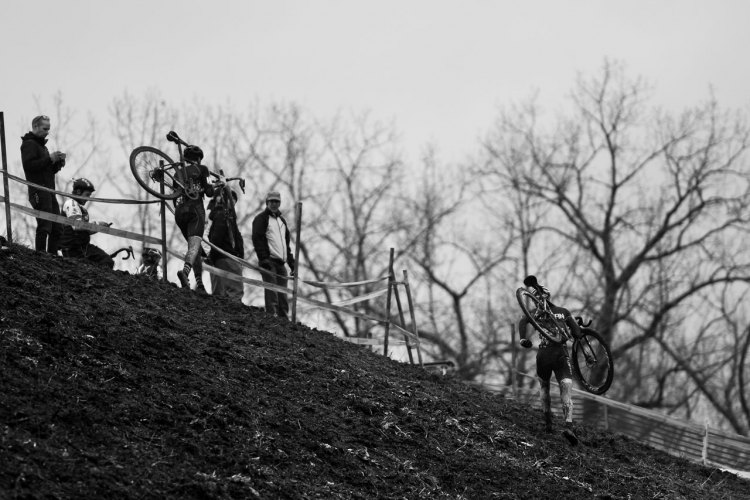 Two ways to climb, the leaders shown here. 2017 CX National Championships Hartford Day 2 Collegiate Men Club. © A. Yee / Cyclocross Magazine