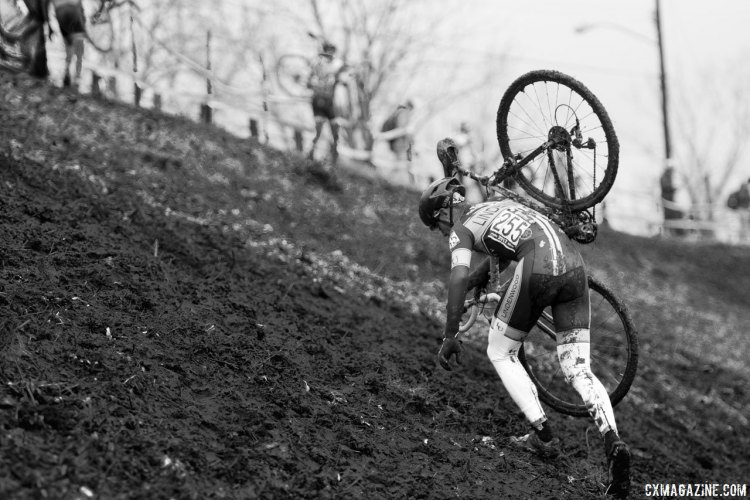 Riverfront Park in Hartford challenged not only the racers with its long run-up, but the organizers as it was the most expensive Cyclocross Nationals venue USA Cycling has used. photo: Collegiate Men Varsity race - Hartford, CT. © A. Yee / Cyclocross Magazine