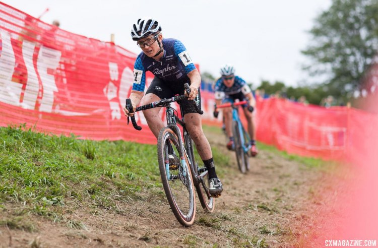 Ellen Noble on the rise at Jingle Cross. © A. Yee / Cyclocross Magazine