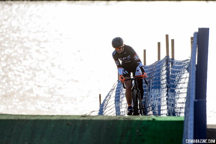 Sydney Guagliardo (PSIMET Racing) would take the win by race's end. 2017 Cyclocross National Championships, Masters Women 35-39. © A. Yee / Cyclocross Magazine