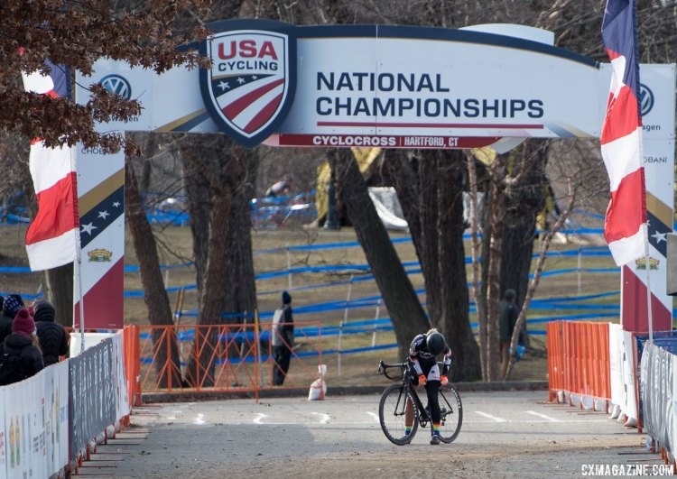 Sydney Guagliardo makes some adjustments over the finish line. 2017 Cyclocross National Championships, Masters Women 35-39. © A. Yee / Cyclocross Magazine