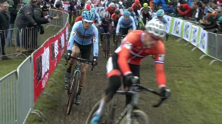 Mathieu van der Poel leads the start of the 2017 Cyclocross World Championships.