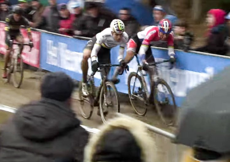 Mathieu van der Poel and Wout van Aert in a duel with plenty of contact. Elite Men. 2017 Krawtencross, Lille. DVV Verzekeringen Trofee.