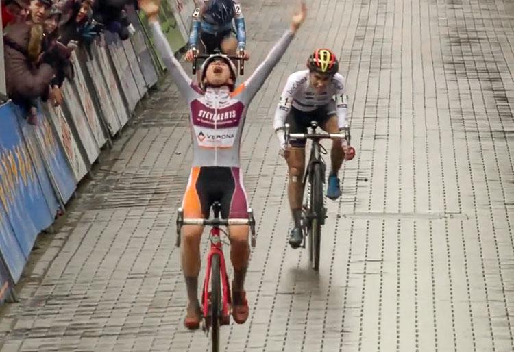 Maud Kaptheijns thrilled after winning a thriller. Elite Women, 2017 Krawtencross, Lille. Ijsboerke Ladies Trophy series.
