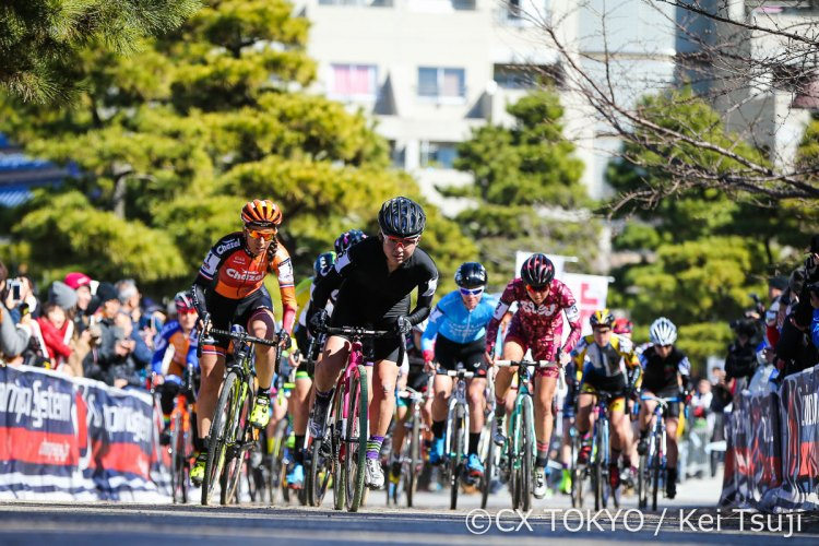 The race for the holeshot won by Imai. 2017 CX Tokyo. © Kei Tsuji