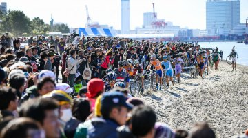 Some estimated the crowds to be 20,000 strong. 2017 CX Tokyo. © Kei Tsuji