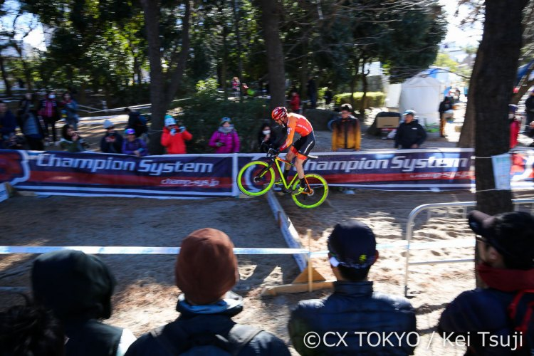 Chainel hops the barriers. 2017 CX Tokyo. © Kei Tsuji