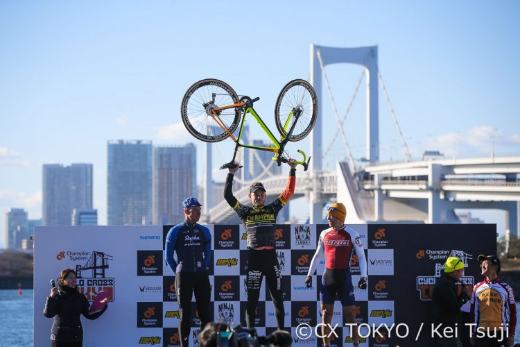 Steve Chainel is victorious over Powers and Takenouchi. 2017 CX Tokyo. © Kei Tsuji