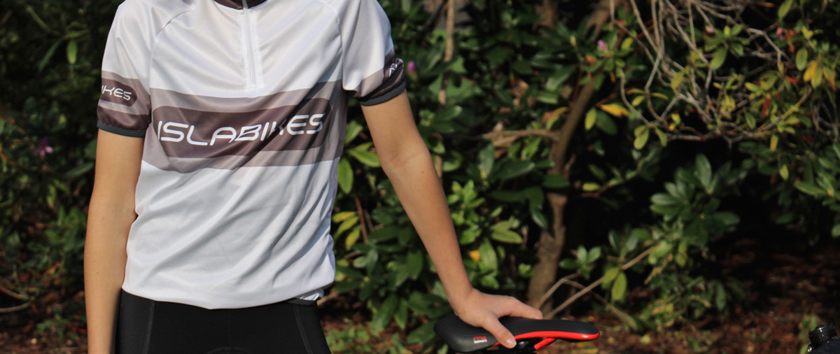 Both the jersey and shorts are available now from the Islabikes website and come in three sizes each.