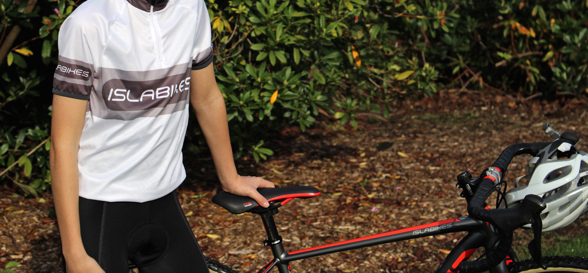 Islabikes' new performance-oriented jersey and bib shorts are offered in three different sizes and are available now.