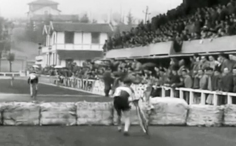 No hopping here, and downtube grabs are mandatory. TBT - Throwback Thursday video to cyclocross in the Basque region of Spain, from 1956-1970.