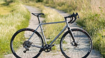 The Quiver Disc demonstrates Fyxation is serious about getting out of the urban environment, and it does well exploring outside the beaten path. You'll want bigger rubber for rockier gravel or trails. © Cyclocross Magazine